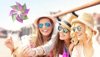 photodune-11581913-group-of-friends-taking-selfie-in-the-city-s